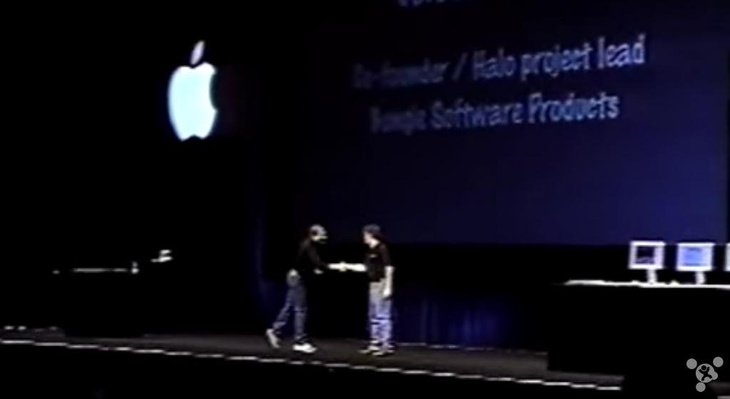第一代《光环:战斗进化》本应该是苹果独家的游戏,然而该游戏一年后被微软买下,并成为了不少人购买初代