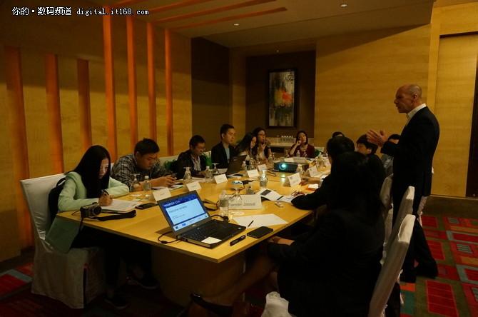 Veeam中国区总经理一职由卢江虹女士于2015年7月就任,全面负责领导Veeam在中国的业务发展,促进Veeam在中国这一具有战略意义的市场快速增长,并直接向Veeam亚洲和日本地区副总裁Julian