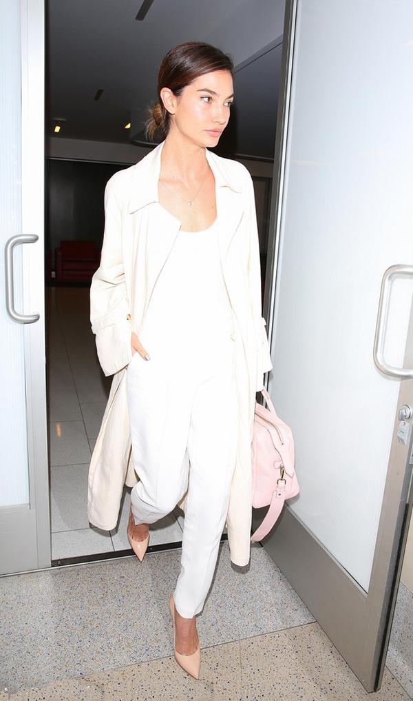 白色风衣怎么搭配_米白色风衣怎么搭配