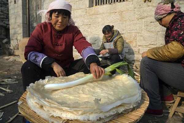 故乡魂-山东的煎饼卷大葱,故乡的味道