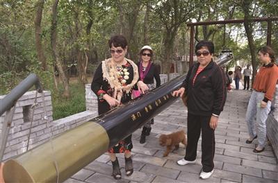 南京村民造13米长巨秤 欲申请吉尼斯纪录