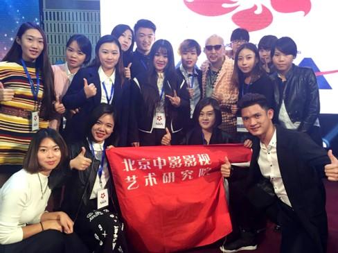 北京化妆学校中国中影影视艺术研究院是中国大陆最具代表性的化妆学校,多年来稳坐中国化妆学校排名榜前列,多次对中国化妆教育业早期权威的教学体系进行改革完善,构建了全方位、多层次、开放式、交叉互动的特色生态实践教学体系,学校积极开展对外交流与合作,注重造型艺术与技术创新相结合、理论知识与社会实践相结合,培养出大批高素质的创意产业复合型人才。中影影视化妆学校作为中国大陆参赛队核心主力,连续多次获得国内外大赛优秀名次,而且连续八年为春节联欢晚会化妆造型,一度被成为亚洲时尚各界焦点,吸引中国化妆学校行业无数眼球。为国家争得亚洲美业化妆行业之最高荣誉!