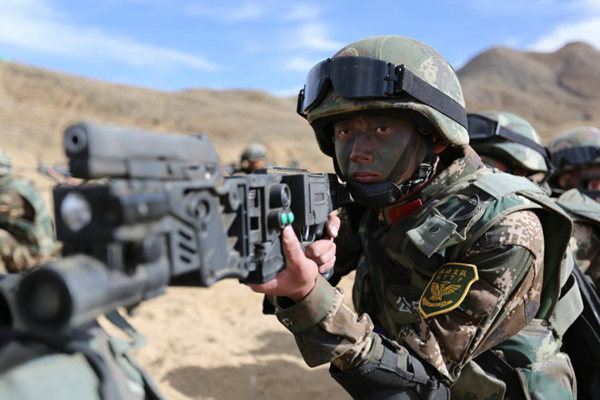 父母持拐弯枪西藏边境云集飞碟无人机似奇特电视剧《武警的爱情》27集图片