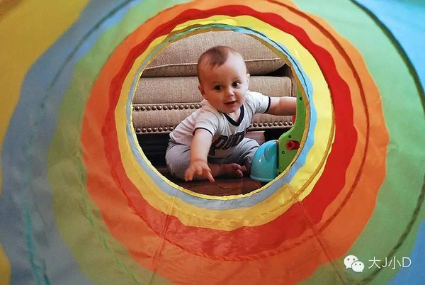 天气转凉,在家搭个隧道和宝宝一起玩玩吧 搜狐母婴