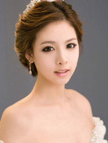 公主盘发新娘发型图片