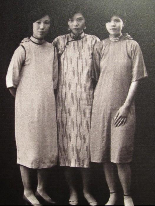 20年代照片_20年代旗袍三美女合影老照片