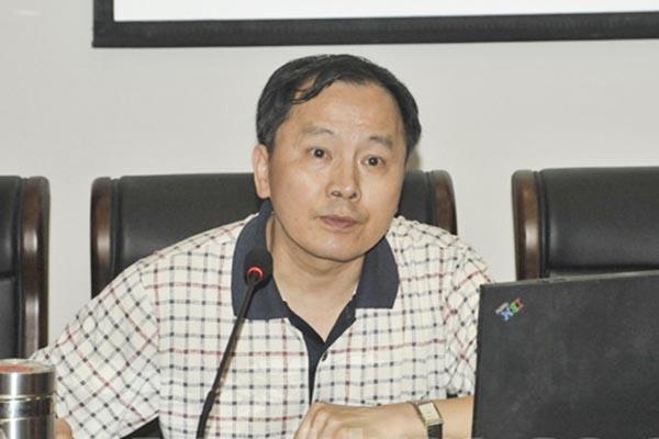 现年58岁的湖南杂交水稻研究中心党委书记罗闰良