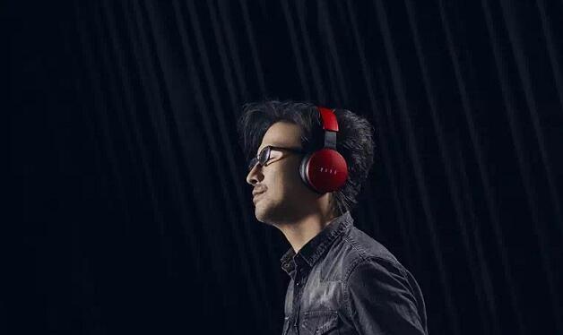10月20日晚,汪峰携自创耳机品牌FIIL正式亮相,并一举发布了三款售价分别为1099元,1599元和599元的耳机产品,且将于28日上午10:00面向预约用户正式发售。