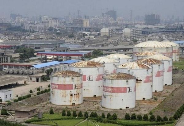 中国去年底表示,国家石油储备一期工程的储备量约为9,000万桶,在建的二期工程预定2020年完工,其中部分是民间投资。