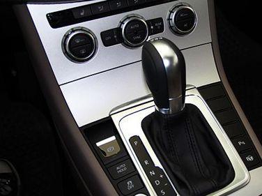 """""""手自一体""""就是将汽车的手动换挡和自动换挡结合在一起的变速方式."""