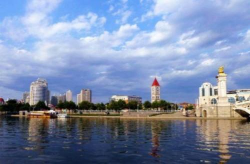 天津在米尔肯研究所的报告中排名位居第三。2014年12月12日,位于天津市滨海新区的中国(天津)自由贸易试验区正式获得国家批准设立。2015年4月21日,中国(天津)自由贸易试验区正式挂牌。中国(天津)自由贸易试验区为中国北方唯一的自贸区。