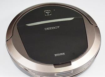 """科沃斯最新推出的朵朵扫地机DT85就是一款采用了扫地拖地综合设计的智能清洁机器人,为用户带来更加周到的清洁服务。作为国内的智能扫地机器人第一品牌,科沃斯长期专注于行业和产品的智能化发展,这次地宝""""DT85朵朵""""研发团队携手阿里云,实现了地宝产品的远程遥控和定制清洁,在智能化方面大踏步前进。下面编辑就将给大家带来它的详细评测,看看这款新品到底有哪些新意。"""