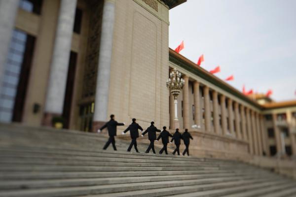 十八届五中全会确认中央政治局之前作出的给予令计划等10人开除党籍的处分。