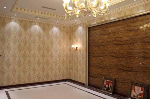按照传统墙面装修方式,需要对墙面进行刷腻子粉,涂胶水,或者水泥砂浆