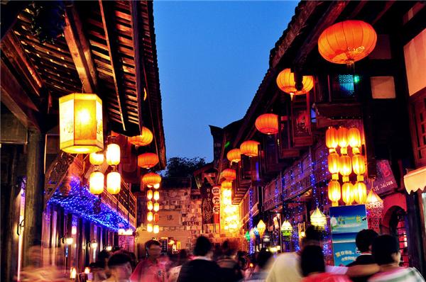 在著名的锦里小吃一条街上,各种四川特色小吃应有尽有,麻辣辛香,滋味图片