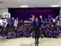 《艾伦秀第13季片花》S13E38 单身妈妈建小学当老师 获节目组巨额捐款
