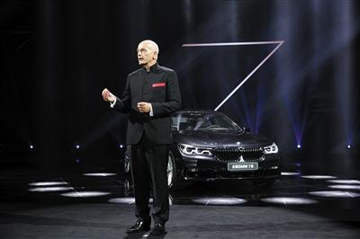新京报讯 (记者张洁)近日,宝马旗舰车型全新一代宝马7系登陆国内市场。新车搭载3.0T和4.4T两款发动机,共推出4款车型,售价为118.8万-198.8万元。作为宝马7系第六代产品,全新7系在驾乘舒适性及科技配置上提升明显。