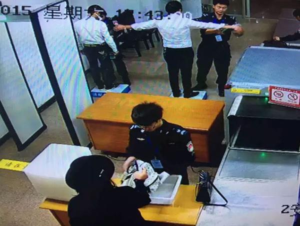 浙江台州机场旅客腰带藏打火机被查