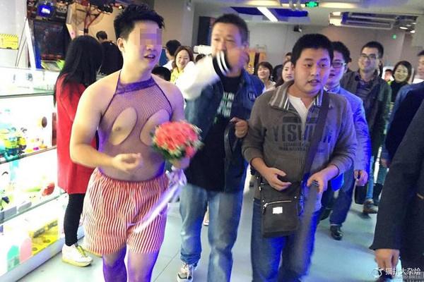安徽男子新婚夜被逼穿情趣内衣 乞讨做游戏_猎奇部落