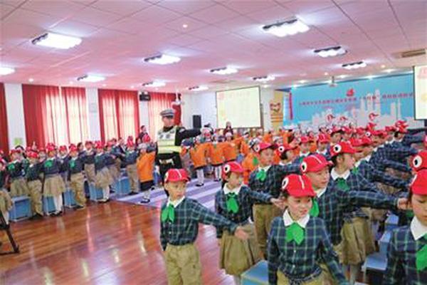 南昌低年级小学生上下学将戴小红帽提醒司机小学滨江上海图片