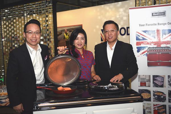 从左至右:亚嘉伦玛斯集团亚洲业务拓展总监王嘉能,中国品牌形象大使蔻蔻和中国战略顾问张耿