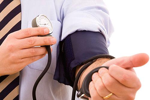 血清尿酸偏高的饮食_血清尿酸450尿酸与中风有关_聚焦网