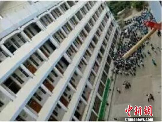 广西一高中生被老师暂扣手机后跳楼身亡(图)