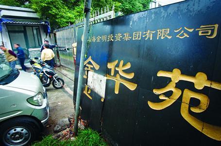 业主反映小区物业撤离后卫生无人管、安保存在隐患。 /晨报记者 张佳琪
