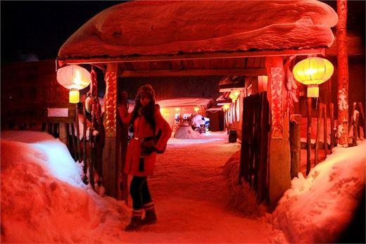 一点/夜幕中雪乡,有一点朦胧,也有一点熙攘,有一点璀璨,也有一点...