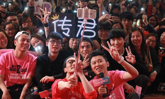 《前任攻略2》王传君苏州路演与粉丝合影