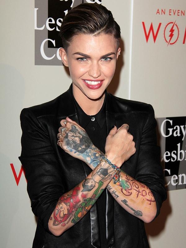 性感不小丑堕落,这10位代表纹身越纹越红!性感女星图片