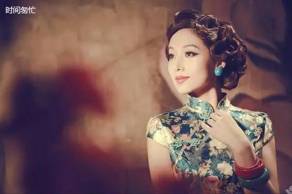 民国时期的上海滩里,名媛歌女最爱的烫发发型,手推纹烫卷发,抹上头油