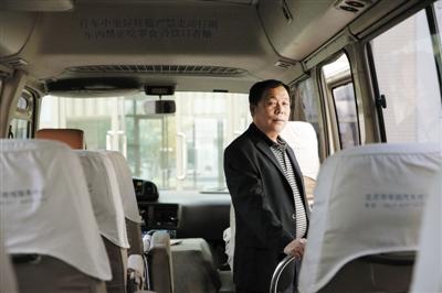 11月2日,北京市陈经纶中学分校,校车司机刁华。新京报记者 薛�B 摄