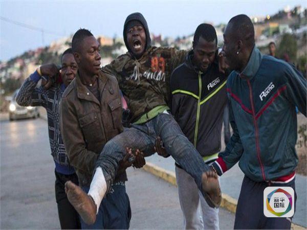"""面对日益严峻的难民和非法移民涌入潮,欧洲联盟打算""""放大招"""":一方面,向非洲国家提供包括现金在内的一系列援助,请后者接回本国非法移民;另一方面,对部分符合条件的非洲人,敞开合法移民大门。"""