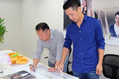 杭州《剩者为王》宣传邢佳栋和监制签名