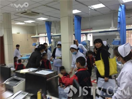 南京小学秋游发作电梯踩踏 16名门生受伤