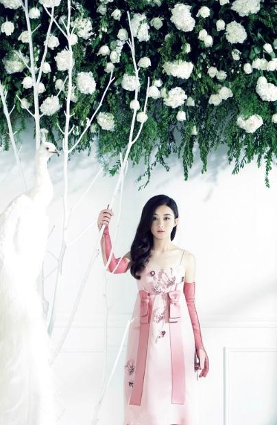 生活方式          2015年11月3日《伊周》赵丽颖封面图片