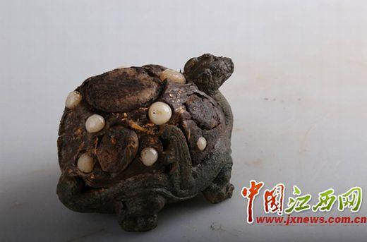 南昌海昏侯墓出土大批青铜席镇 部分镶有宝石图片