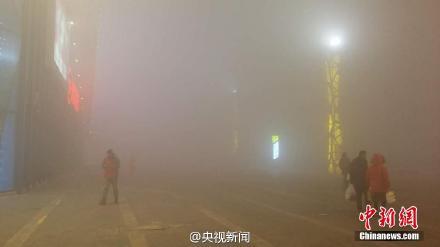 """哈尔滨今日""""大雾袭城"""" 教育局发停课通知"""