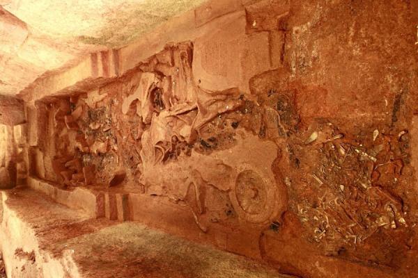 海昏侯主墓西侧的车马陪葬坑占地约80平方米。