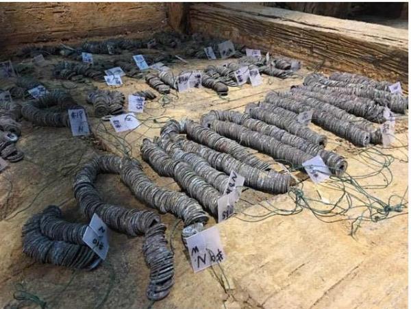 海昏侯墓出土了大量五铢钱。