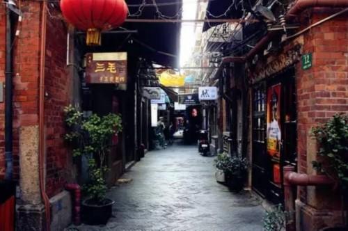 田子坊的老上海魅力与小资的情调展现其与众不同的特质,情侣来到这个地方后,可以尽情的享受浪漫,不会被打扰,是约会的极佳推荐场所。在这里求婚,胜算很大。