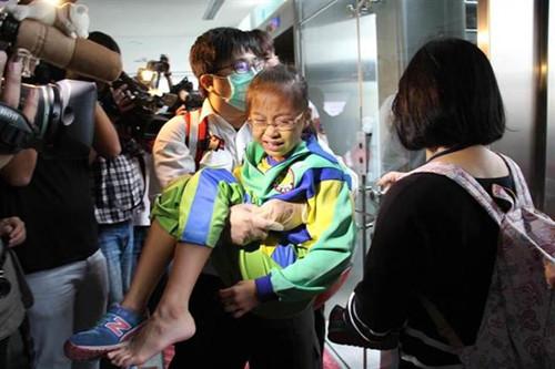 台新北市府大楼现手扶梯推挤意外 多名学生受伤
