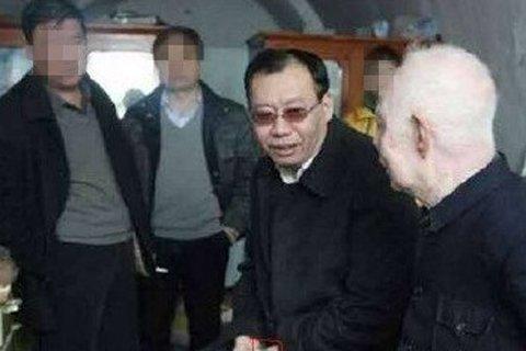 陕西榆林市府谷县委书记马治东被指多个场合戴手表。以上图片均来自网络