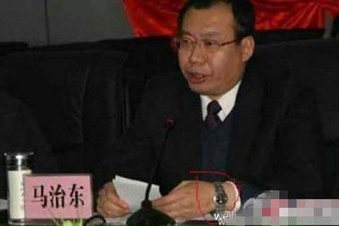 府谷县委书记被质疑佩戴多块名表 市纪委介入调查
