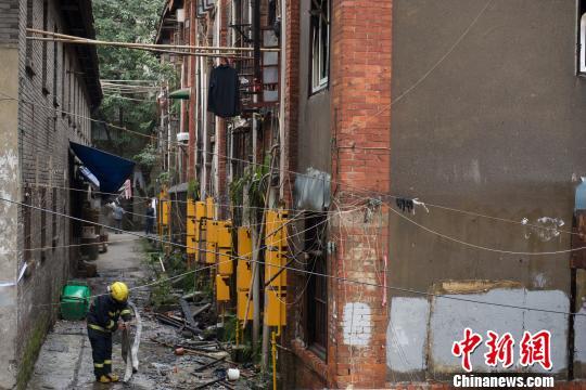 重庆原重棉一厂职工房凌晨起火 造成3人轻伤(图)
