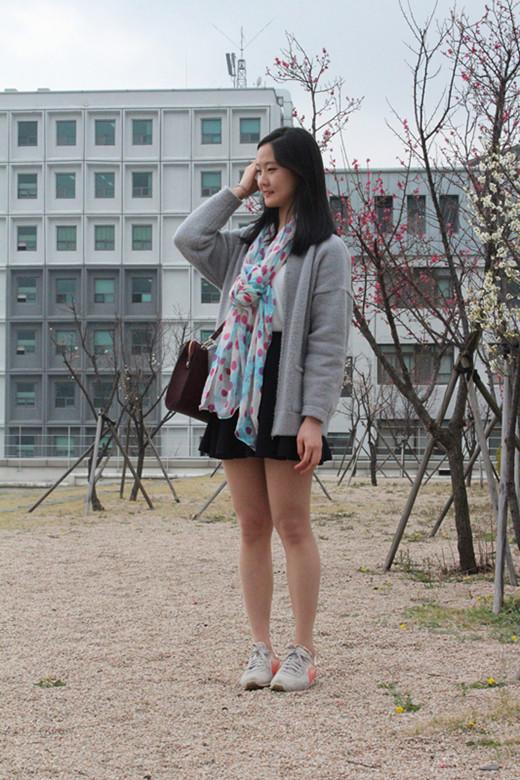 同学交换女�_韩国不同学年女大学生的穿搭经