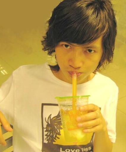 柳岩大学初恋男朋友张逐个昔时青涩照短发飘飘不让日韩歌星