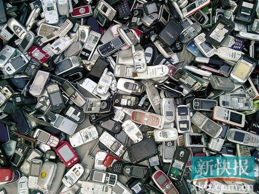 每一年有很多手机被烧毁。CFP图