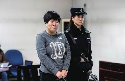 赵某在法庭上听到建议刑期后,哭了起来。京华时报记者蒲东峰摄